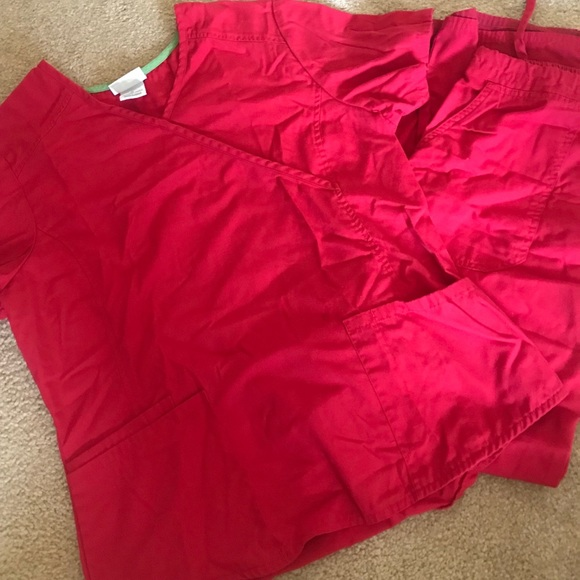 Red pair of scrub set front pockets-LIKE NEW